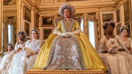 """""""Bridgerton"""": Golda Rosheuvel als Queen Charlotte in Staffel eins der Netflix-Hitserie (hub/spot)"""