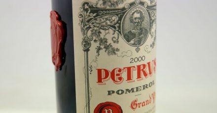 Die Flasche Petrus-Rotwein reifte über ein Jahr lang auf der Internationalen Raumstation.