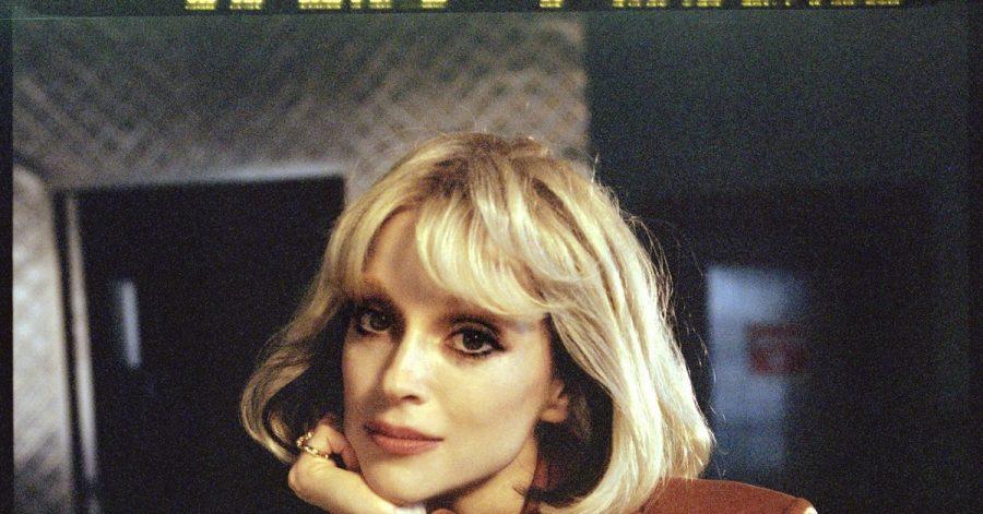 Die US-Popmusikerin Annie Clark alias St. Vincent reiste zurück in die 70er Jahre.