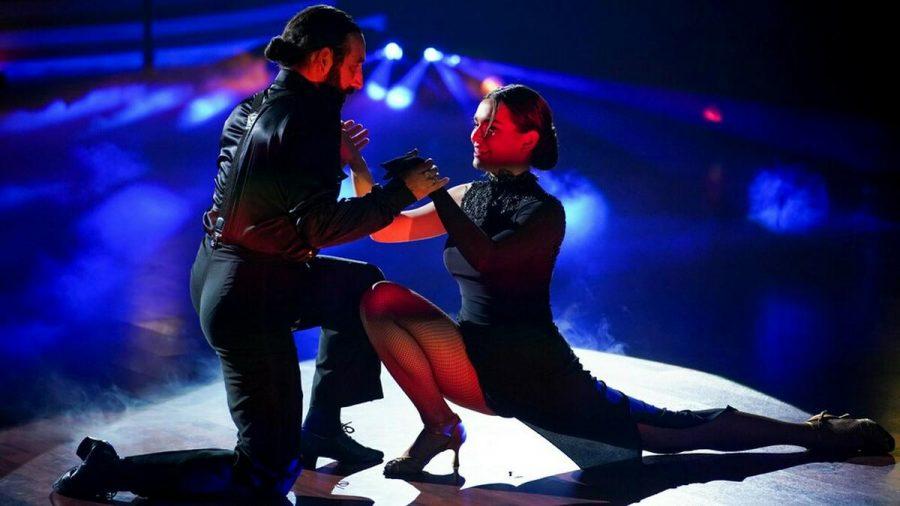"Lili Paul-Roncalli und Massimo Sinató auf dem ""Let's Dance""-Tanzparkett. (jom/spot)"