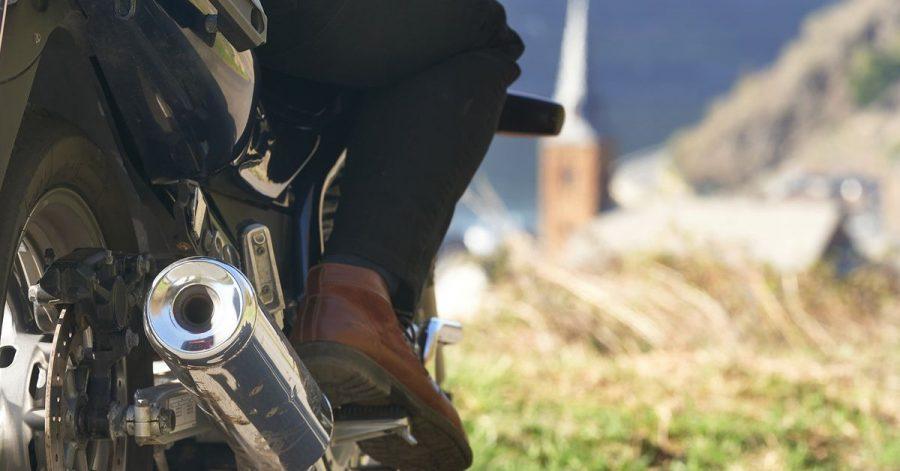 Seit Jahren klagen Anwohner an beliebten Motorradstrecken über dröhnende Motorräder, Biker hingegen plädieren für eine faire Debatte.