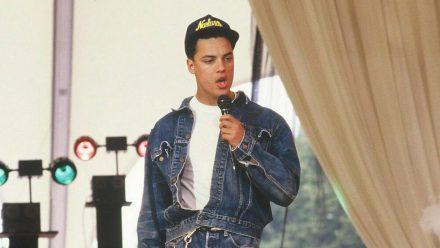 Nick Kamen während eines TV-Auftritts im Jahr 1987, kurz nachdem er durch einen Jeans-Werbespot bekannt wurde. (wue/spot)