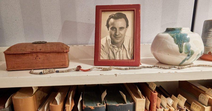 Am 20. Mai wäre Wolfgang Borchert (auf dem Foto) 100 Jahre alt geworden. Aus diesem Anlass zeigt die Universitätsbibliothek Hamburg eine neue Dauerausstellung, die den Nachlass des Autors und sein Arbeitszimmer öffentlich zugänglich macht.