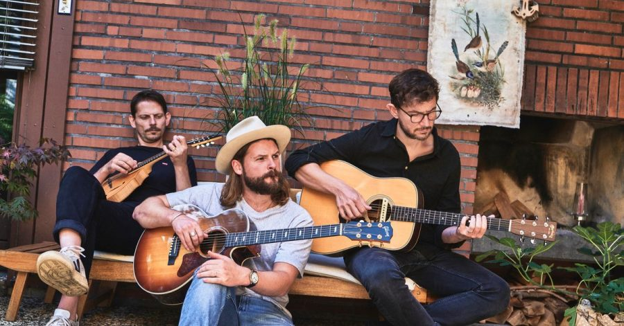 Craig Saunders (l-r), Ian Hooper und Claudio Donzelli von der Folk-Band Mighty Oaks.