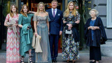 Die niederländischen Royals vor dem Theater Carré. (jom/spot)