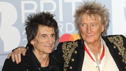 Ron Wood und Rod Stewart 2020 bei den Brit Awards (mia/spot)
