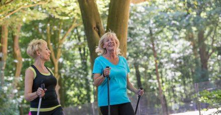 Sport ist ein effektives Mittel gegen Bluthochdruck, doch Betroffene können noch mehr tun.