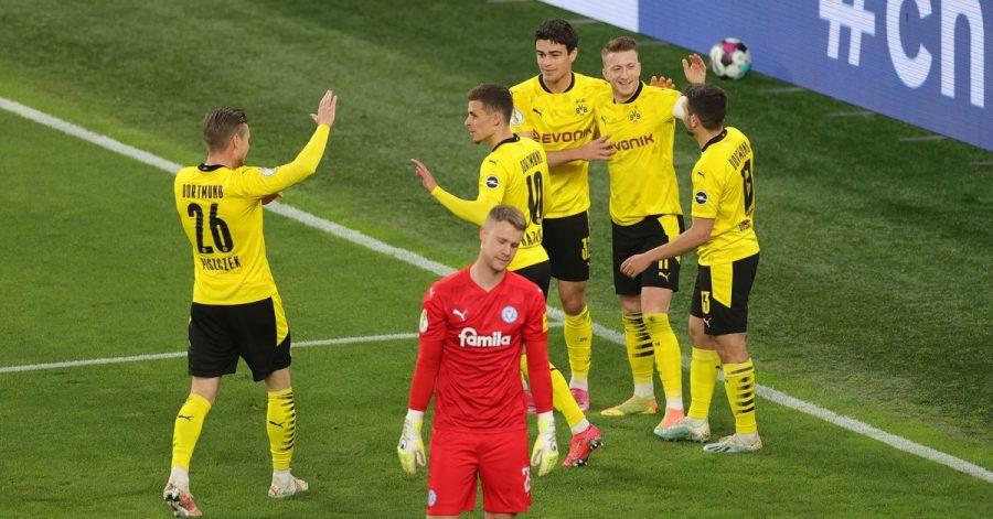 Halbfinale im Signal Iduna Park zwischen Dortmund und Holstein Kiel.