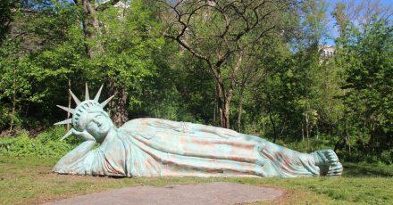 Die neue «Lady Liberty» ist eine Statue von US-Künstler Zaq Landsberg.