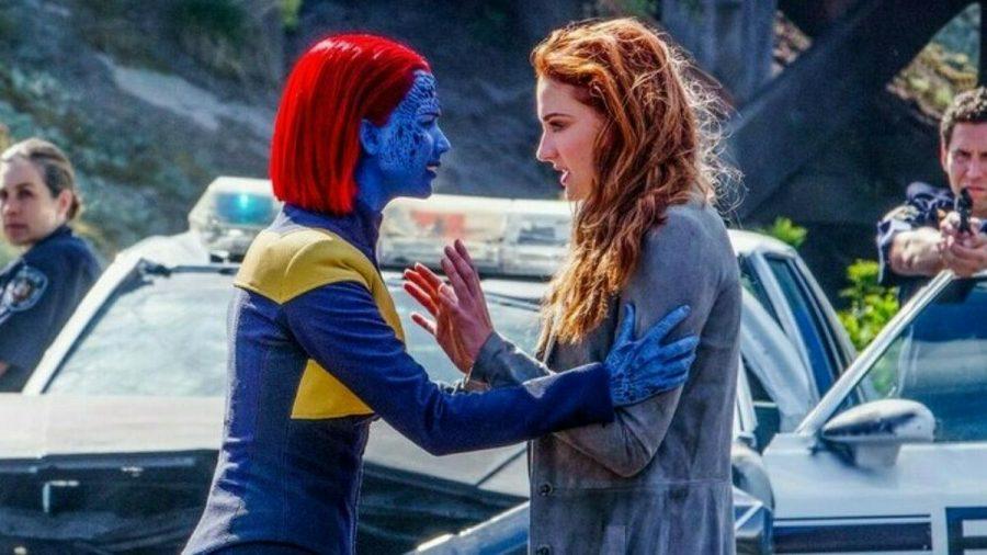 """X-Men: Dark Phoenix"": Mystique (Jennifer Lawrence, l.) beruhigt Jean Grey (Sophie Turner) (cg/spot)"