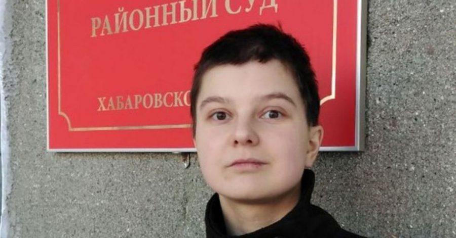 Künstlerin Julia Zwetkowa auf einer undatierten Aufnahme vor dem Komsomolsky Bezirksgericht.