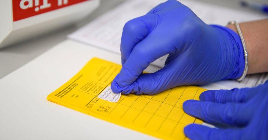 Informationen über die Impfung werden im Impfpass eingetragen. (Symbolbild)