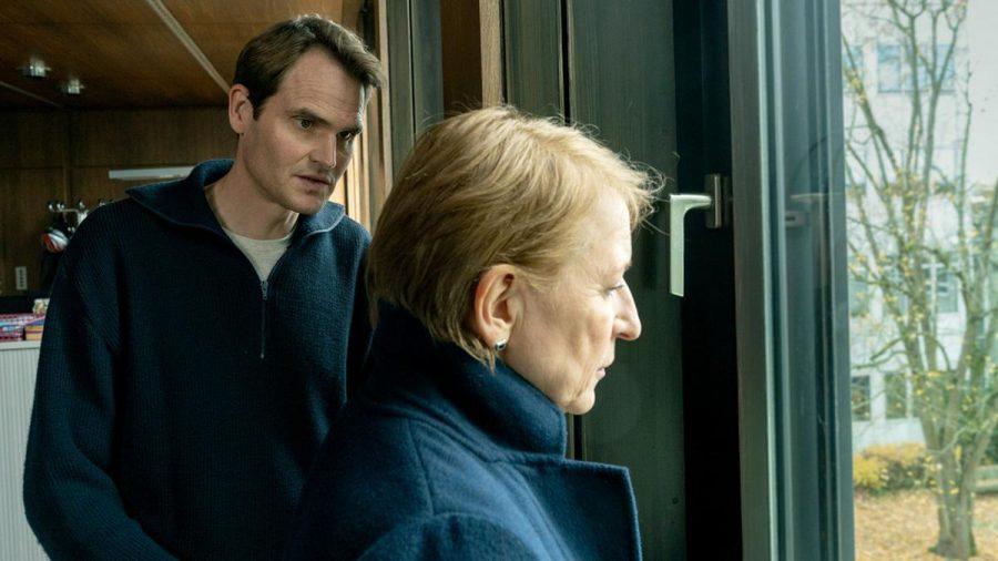 "Felix Voss (Fabian Hinrichs) und Paula Ringelhahn (Dagmar Manzel) geraten im ""Tatort: Wo ist Mike?"" an ihre Grenzen. (amw/spot)"