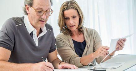 Der Garantiezins für Lebensversicherungen sinkt - für Verbraucher steigen damit unter Umständen die Kosten.
