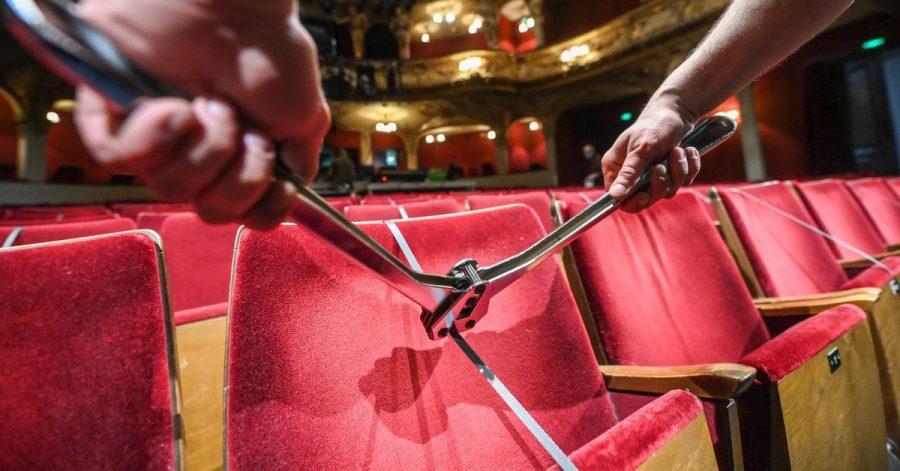 Wann können die Sitze werden im Zuschauerraum des Berliner Ensembles wieder entsperrt werden?