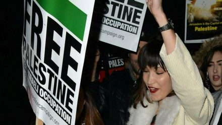 Bella Hadid auf einer Demonstration in London im Jahr 2017. (wue/spot)
