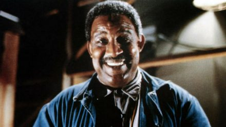 "US-Schauspieler Frank McRae - hier im Comic-Science-Fiction-Film ""Batteries Not Included"" (1987) ist gestorben. (ili/spot)"