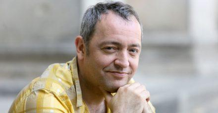 Der Musiker und Kabarettist Rainald Grebe. Er hat öffentlich über seine schwere Krankheit gesprochen.