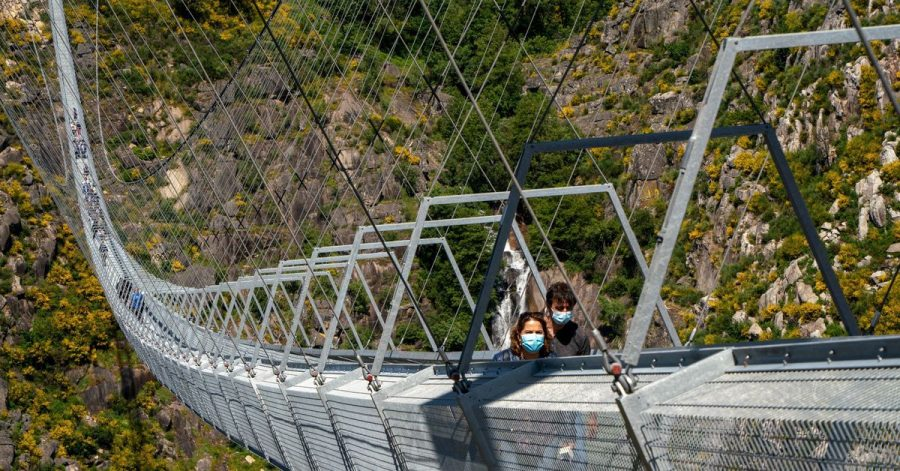 In schwindelerregender Höhe: Über einer Schlucht, durch die der Fluss Paiva fließt, führt nun eine 516 Meter lange Fußgänger-Hängebrücke.