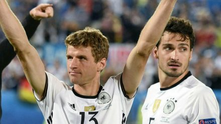 Thomas Müller (l.) und Mats Hummels kehren in die Nationalmannschaft zurück (wue/spot)
