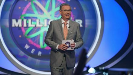 """""""Wer wird Millionär?""""-Moderator Günther Jauch weiß nicht, was ihn in der Jubiläumsshow erwartet. (ili/spot)"""