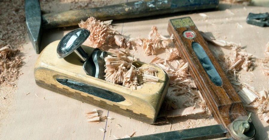 Tischlerwerkzeug in einer Werkstatt.