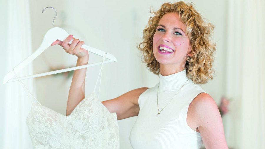 """Designerin Sanna Lindström ist regelmäßig in der VOX-Sendung """"Zwischen Tüll und Tränen"""" zu sehen und hat das Buch """"Die Brautflüsterin"""" geschrieben. (kms/spot)"""