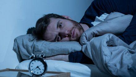 Mitten in der Nacht aufwachen - woran liegt das? (sob/spot)