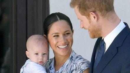 Herzogin Meghan mit ihrem Sohn Archie und ihrem Ehemann Prinz Harry bei einem Termin 2019 (rto/spot)