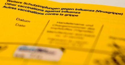 Datenschützer sehen Fotos von Impfpässen, die aus Freude über Corona-Schutzimpfungen auf Sozialen Netzwerken und inChats geteilt werden, mitSorge.