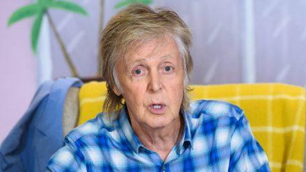 Paul McCartney erklärt hier Yoga für die Augen