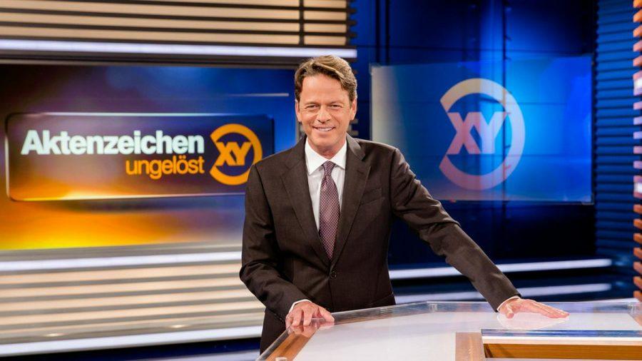 """""""Aktenzeichen XY... ungelöst"""": Moderator Rudi Cerne im Studio. (ili/spot)"""