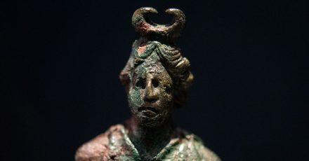 Eine kleine Skulptur der Mondgöttin Luna aus der Römerzeit.
