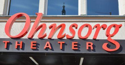 Der Schriftzug «Ohnsorg Theater» steht über dem Eingang des gleichnamigen Theaters. Das Privattheater gewann in der Kategorie «Komödie» mit dem Stück «Extrawurst» den Monica-Bleibtreu-Preis.