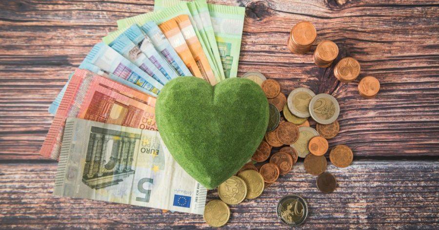 Anleger investieren immer mehr in nachhaltige Geldanlagen. Der Marktanteil entsprechender Fonds ist 2020 gestiegen.
