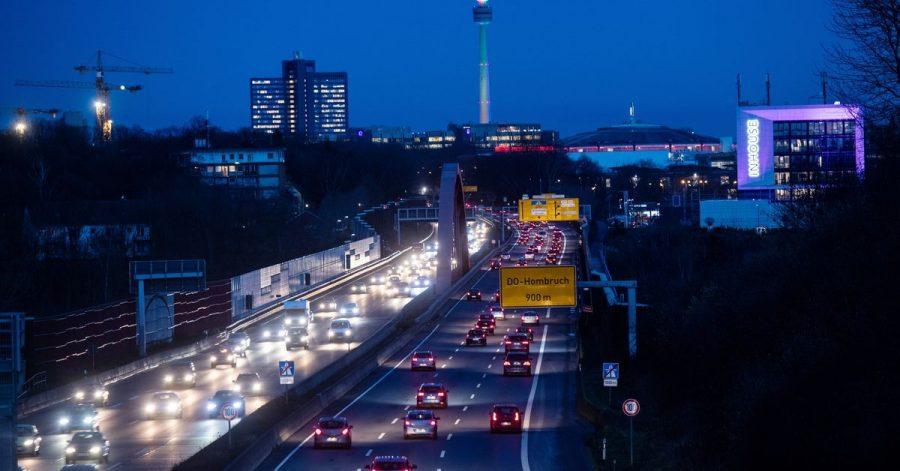 In keiner der zehn größten deutschen Städte gibt es mehr Privatautos pro Einwohner als in Dortmund. Dort kommen 46 Privat-Pkw auf 100 Einwohner.
