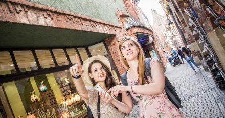 Nachahmungseffekt: Viele Urlauberinnen reisen an die Orte, die ihnen die Influencer in den sozialenMedien zeigen.