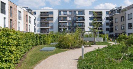 Auch Eigentümer wohnen nicht umsonst: Die laufenden Kosten der Immobilie werden über das Hausgeld abgerechnet.
