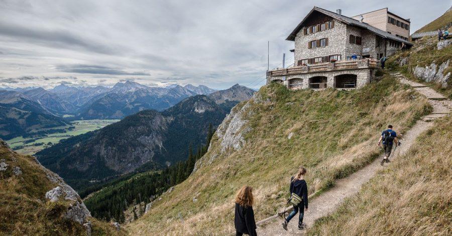 Wer in einer Hütte des Deutschen Alpenvereins übernachten möchte, sollte sich auf strenge Corona-Regeln einstellen.