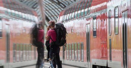 Die Deutsche Telekom will das Mobilfunknetz auf der gesamte Streckennetz der Deutschen Bahn ausbauen.