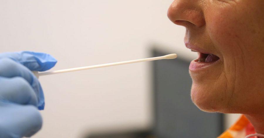 Laut der neuen Corona-Arbeitsschutzverordnung müssen Unternehmen ihren Beschäftigten keine Corona-Tests mehr anbieten, wenn diese vollständig geimpft sind.