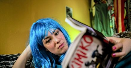 """Mia (Victoria Schulz) in einer Szene aus """"Electric Girl""""."""