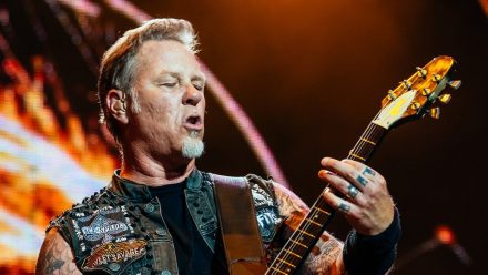 James Hetfield bei einem Konzert in Russland (rto/spot)