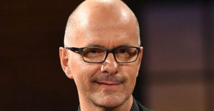 Christoph Maria Herbst leiht Peter Hase seine Stimme.