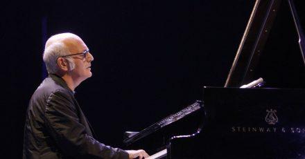 Der italienische Komponist und Pianist Ludovico Einaudi im Rahmen der «Veranos de la Villa»-Aufführungen auf der Bühne des Auditoriums Puerta del Angel.