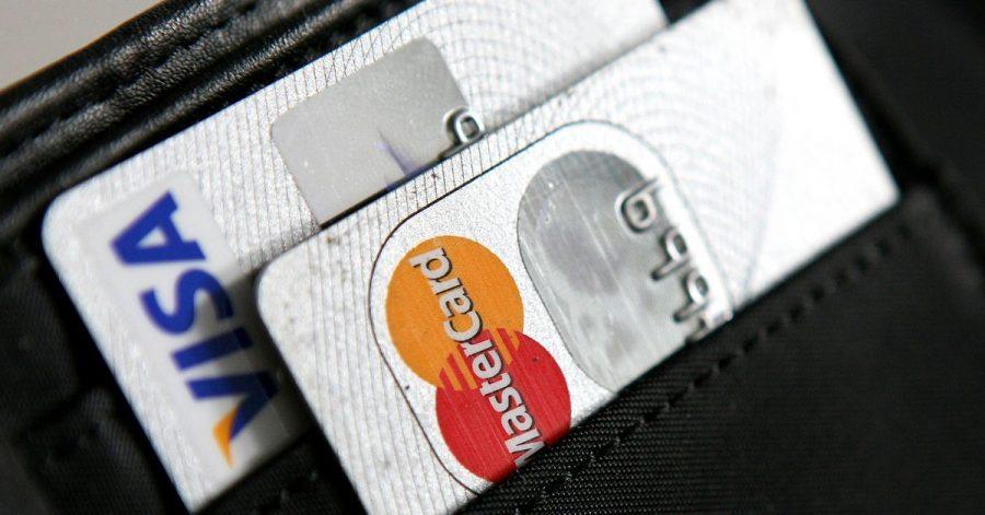 Zwei Geldkarten sind besser als eine - diese Faustregel kann im Urlaub nicht schaden.
