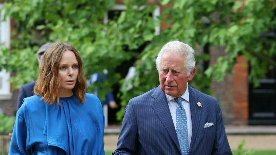 Prinz Charles mit Stella McCartney beim gestrigen Treffen. (dr/spot)