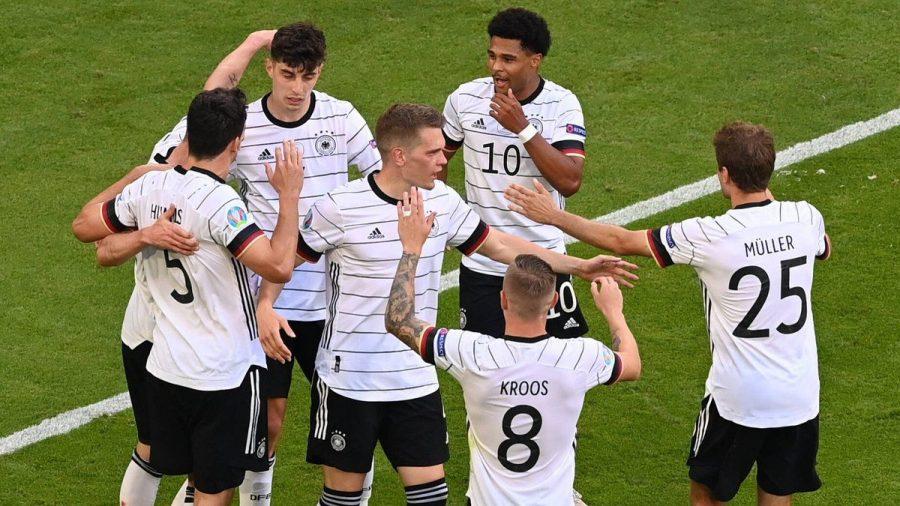 Nicht nur die Nationalspieler freuen sich über ihren Sieg gegen Portugal. (ncz/spot)