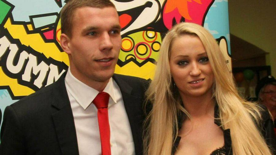 Lukas Podolski und Ehefrau Monika heirateten 2011. (jru/spot)
