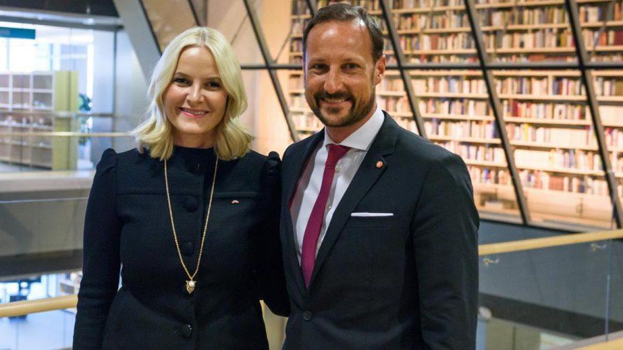 Mette-Marit und Kronprinz Haakon von Norwegen hatten bei einer Kajak-Tour sichtlich Spaß. (jru/spot)